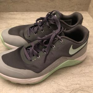 Women's Nike Shoes Size 7.5